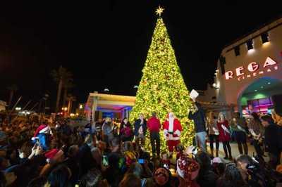 Holiday-Tree-Lighting-Christmas-Santa-Mainstreet-small-600x400.jpg